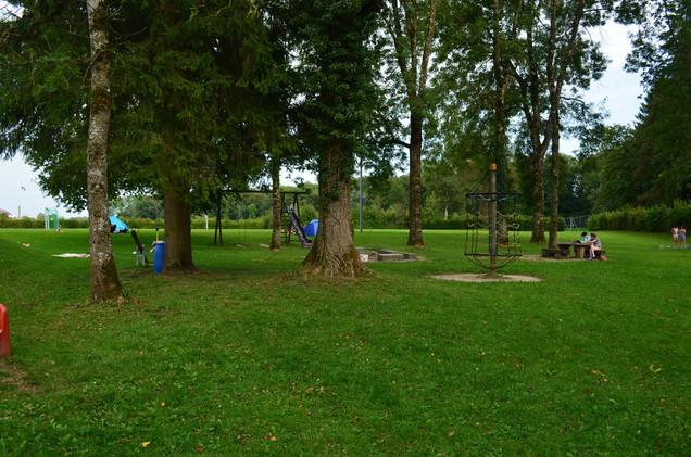 Spielplatz und Grillstellen