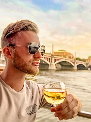 Czech out this view 🌅 🍷.jpg