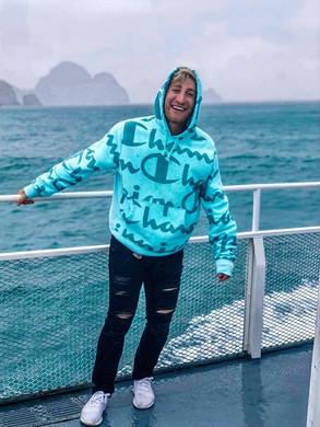 Cruising around Kenai Fjords National Pa