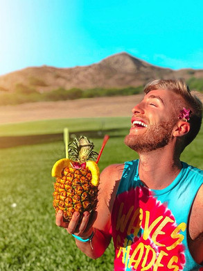 A pineapple a day keeps the worries away
