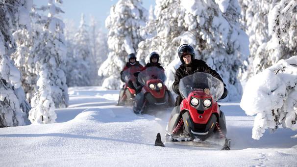 snowmobiling-rovaniemivisitrovaniemifi