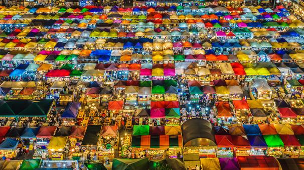 Train_Night_Market_Ratchada_(34144230042