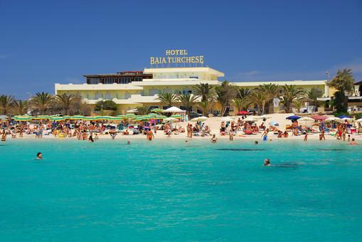 hotel-baia-turchese-visto-dalla-spiaggia