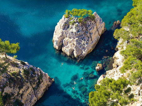calanques-swimming-in-the-creek-of-sugit