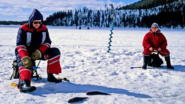lake-iniari-ice-fishingjpg