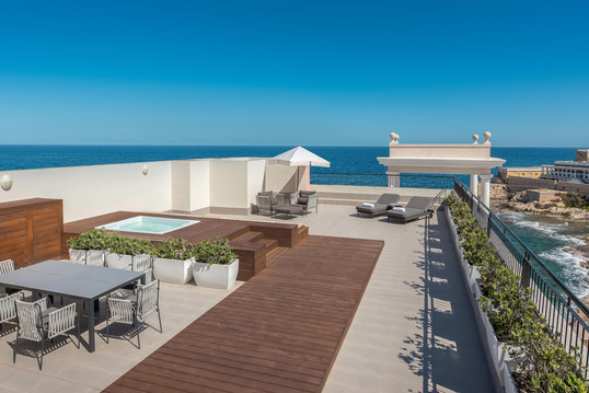 mlawi-suite-private-terrace-9330-hor-cls