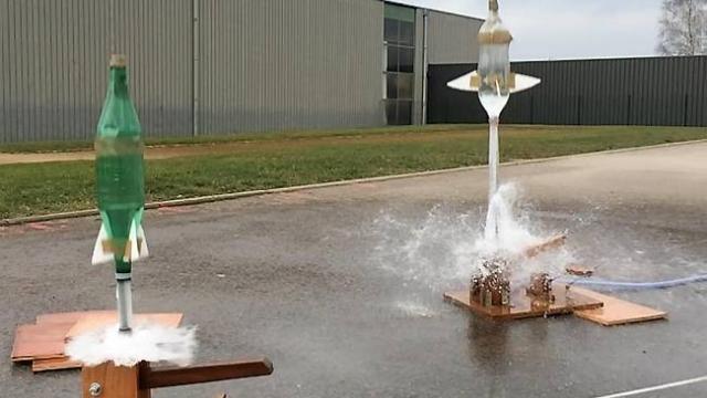 collegiens-et-primaires-concoivent-une-fusee-eau