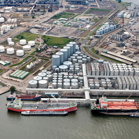 TANK STORAGE  Our oil storage facilities have are special containers for storage, engaged reception and storage of oil, producing oil shipment to consumers. Direct wholesale deliveries of petroleum products from the leading Russian oil refineries.