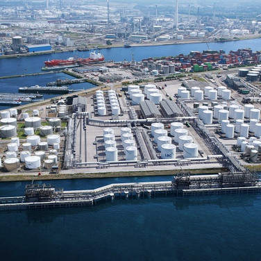 TANK STORAGE   Capacity of crude oil and oil product storage tanks of Nekst in Vladivostok alone totals to 504 500 m3. Each cargo batch is stored in separate storage tanks and is not mixed with others.