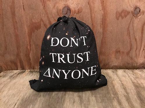 Don't trust anyone, drawstring