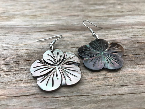 Abalone shell small flower earrings (hibiscus)