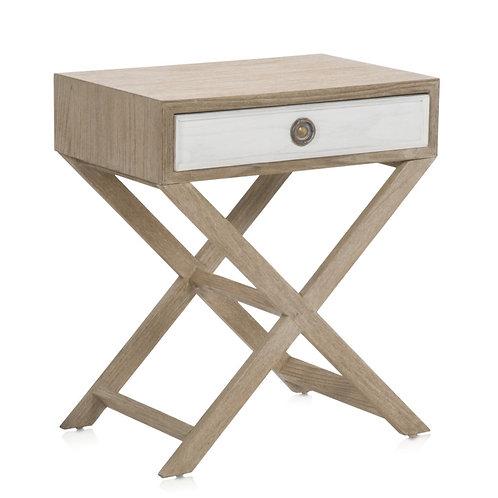 Mesa de cabeceira, em madeira e lacado de branco