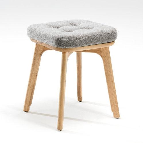 Tamburete, em madeira e estofo em tecido cinzento