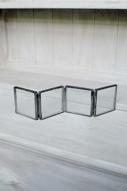 Moldura em vidro e metal