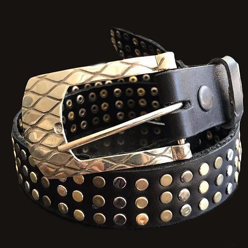 Cinturón negro  tachas doradas hebilla ovalada bronce