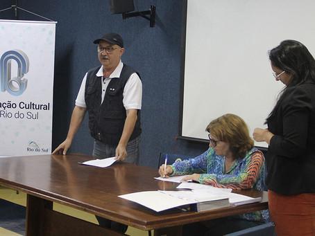 Produtores assinam contratos dos projetos contemplados no Prêmio Nodgi Pellizzetti 2018