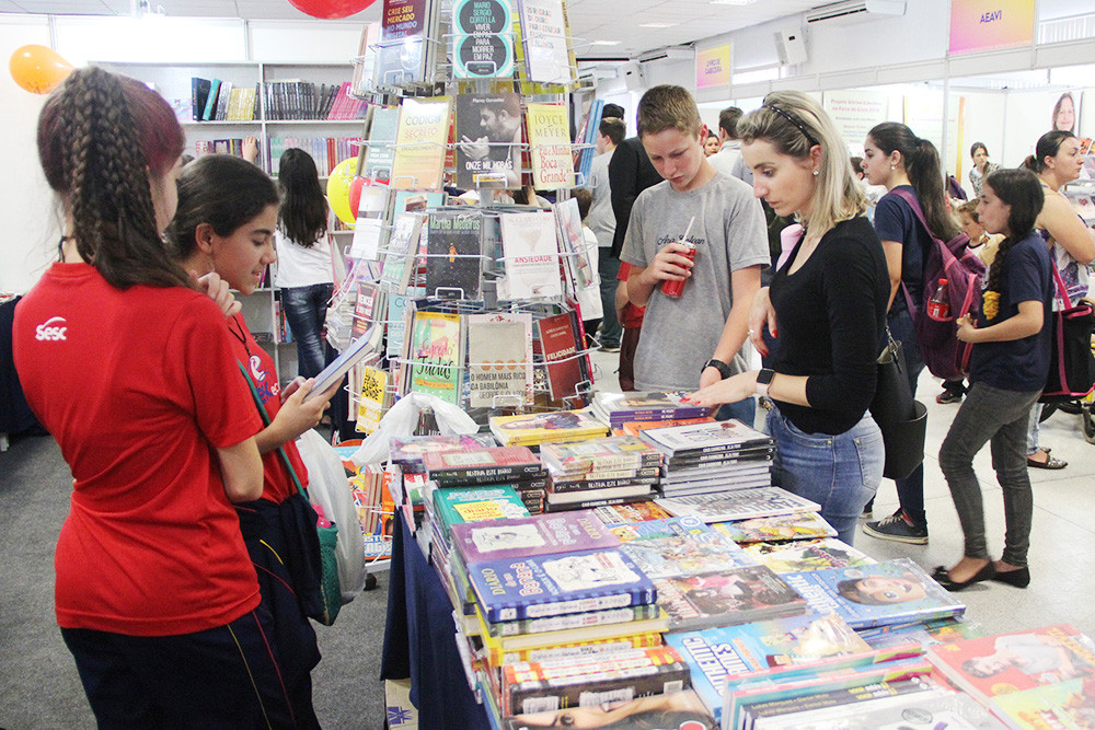 Conversas literárias são algumas das 60 atividades realizadas de 8 a 12 de outubro