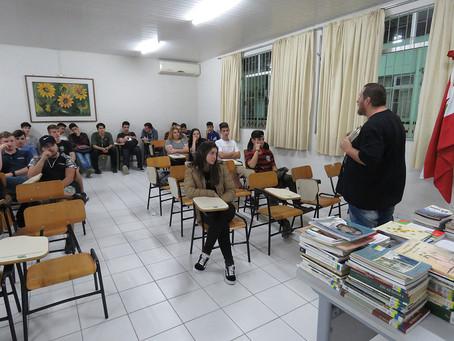 Projeto contempla escolas de seis municípios do Alto Vale do Itajaí com formação de leitores