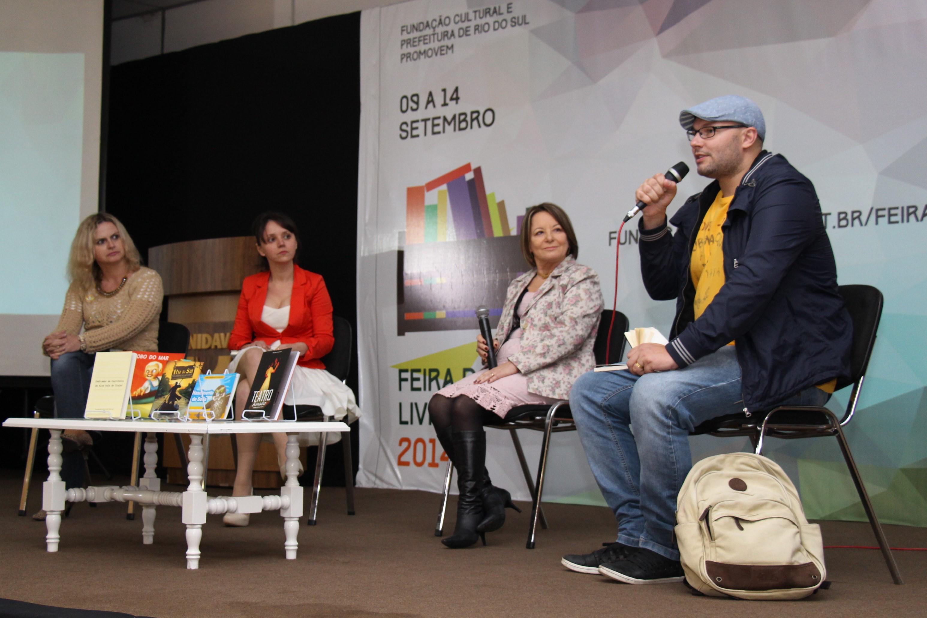 Debate com autoras da região