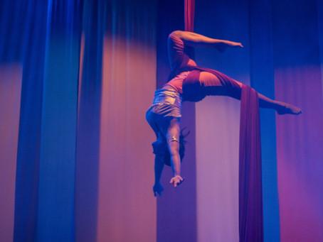 Projeto oferece aulas de tecido acrobático e expressão corporal