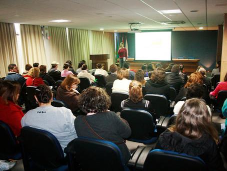 Cerca de cem pessoas participam de pré-conferências