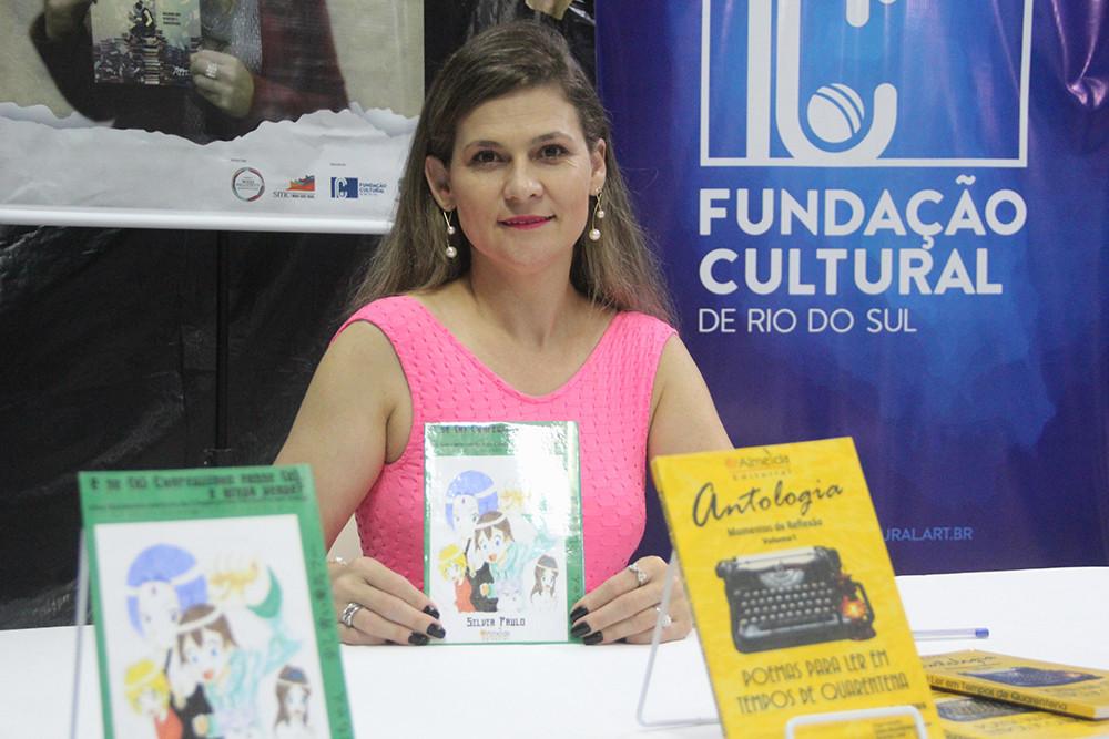 Escritora Silvia Paulo