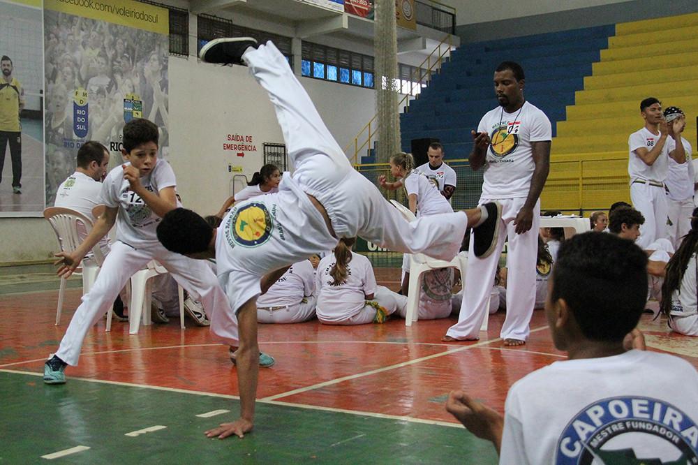 Ação desenvolve a prática que une cultura, dança e esporte em escolas e comunidades | Foto: Tiago Amado
