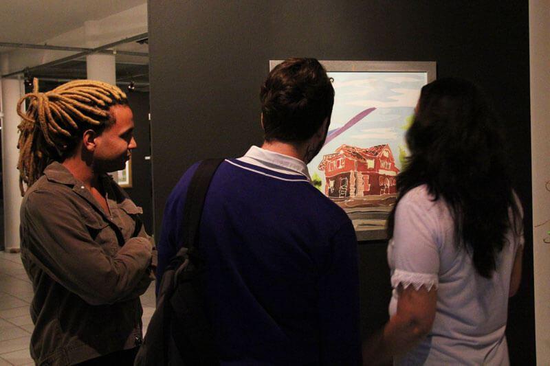 Mostra com obras pintadas em seda pura por Nane Ropelato inicia dia 17 de maio