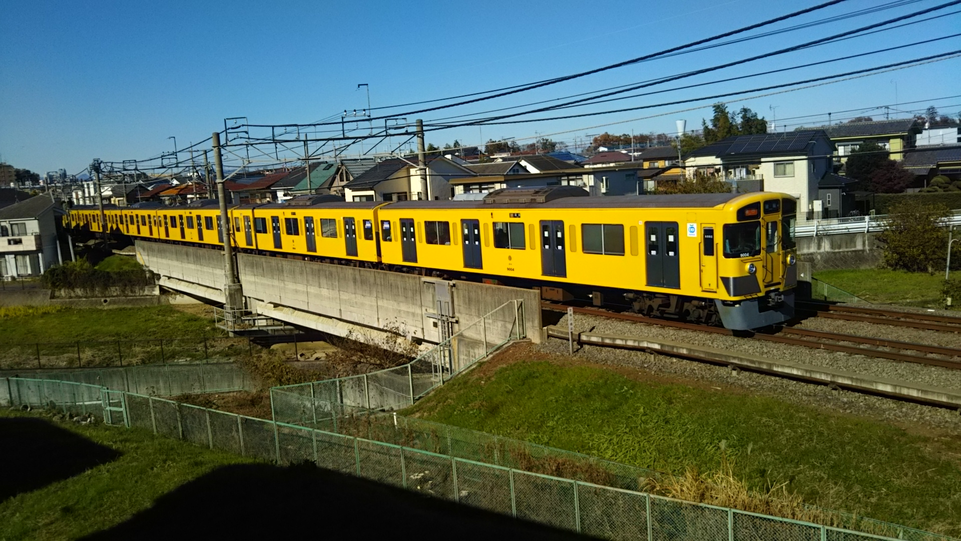 'Blue Sky and Yellow Train – taken on 8th Dec 2019 (青空と黄色い電車 - 2019年12月8日撮影)' by Ryo Fukyo (不協遼), 20