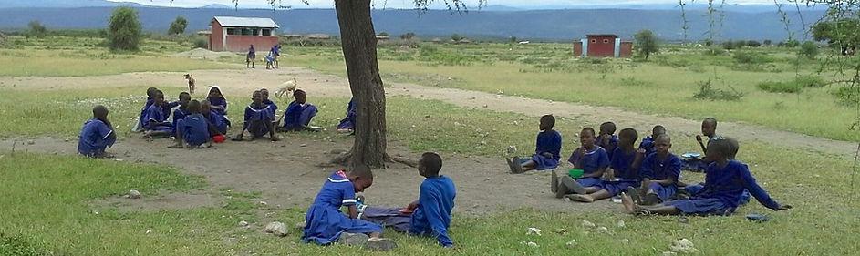 Kids-at-lunch-2-May-2014Losirwa-1024x305