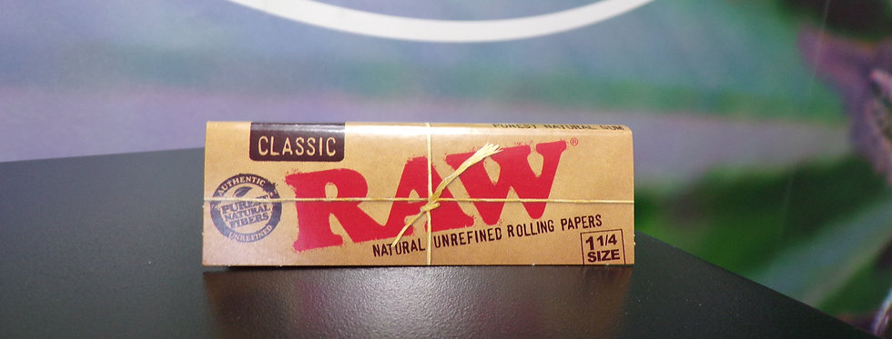 Raw classic 1 1/4 rolling papers