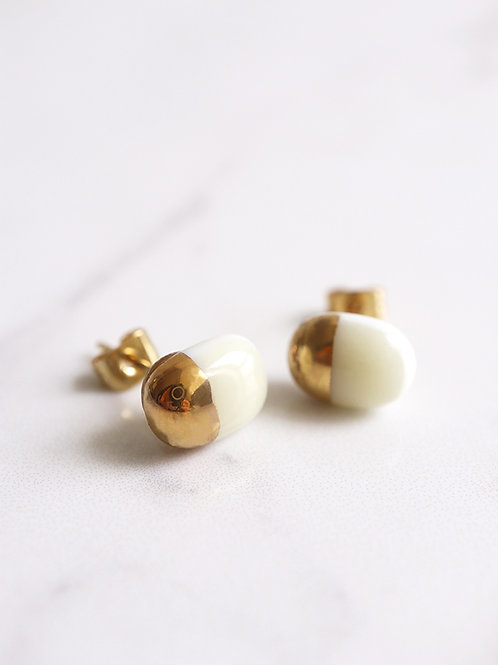 PILLOLA stud earrings - White
