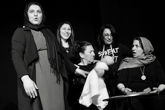 Sharira par le groupe des Mashallah, une création collective du Théâtre de la Renaissance de Seraing en collaboration avec le Centre culturel de Herstal. Un spectacle mis en scène par Valére Kennis. Avec le soutien du FSE