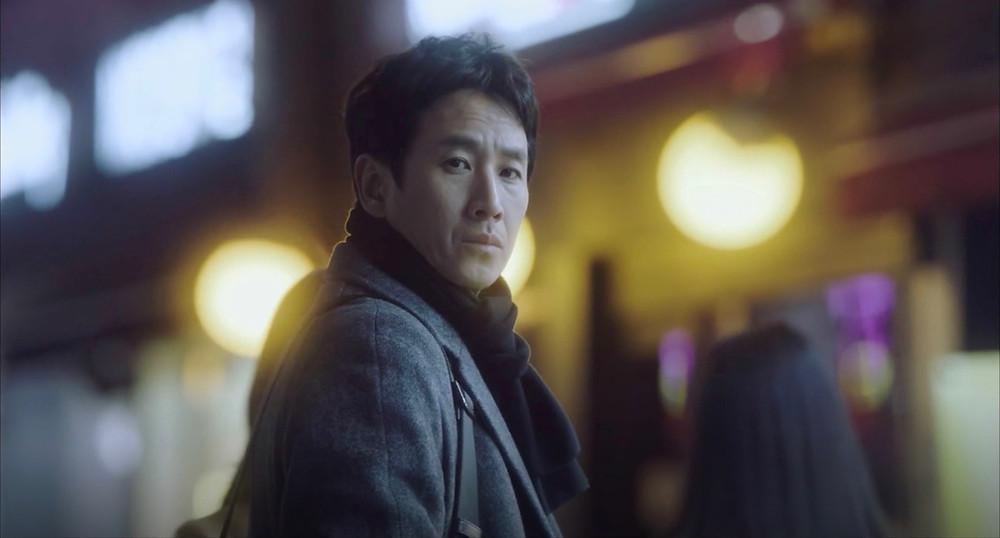 Lee Sun-Kyun, conhecido principalmente por seu papel em 'Parasita', vencedor do Oscar 2019, dá vida a Park Dong-Hoon