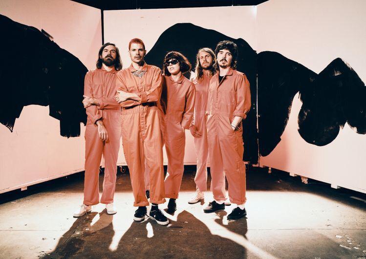 Grouplove durante as gravações do clipe do single Deleter