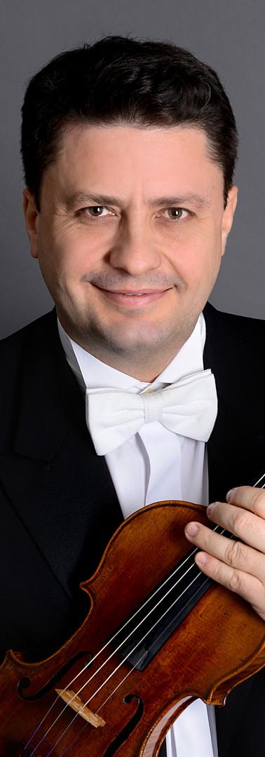 Klaidi Sahatçi, Klavier