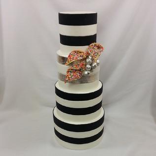 A new fun #weddingcake design #100s&1000s #cakeladycakes #blackandwhite