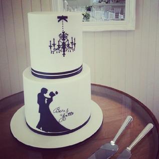 #silhouetteballroom #silhouette #weddingcake #cakeladycakes #yvetteandben