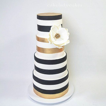 Woohoo! Someone finally wanted my favourite black and white beauty! Mary's gorgeous 70th birthday cake all painted with #edibleartpaint  Per