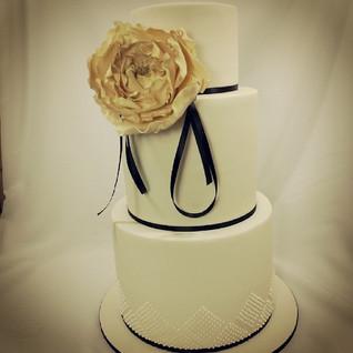 Love this one #cakeladycakes #bigpeony #sugarflower #weddingcake
