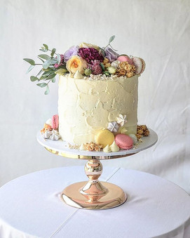 _ CHRISTENING ___A lovely cake with fresh flowers, meringue kisses, lychee, lemon and strawberry macarons from _swiss_bakerz  and caramel po