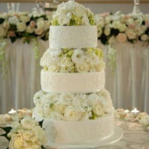 Lovely fresh flowers on a wedding cake I did at Curzon Hall a while back #weddingcake #cakeladycakes