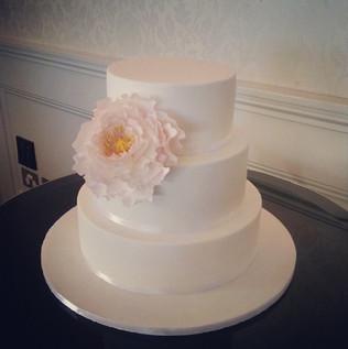 Pretty, simple wedding cake at _dunbarhousewatsonsbay over the weekend.jpg