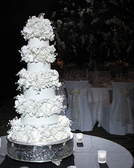 Some sweetness for your Monday. Looking back through old photos and came across this gorgeous cake I made way back in 2009.jpg