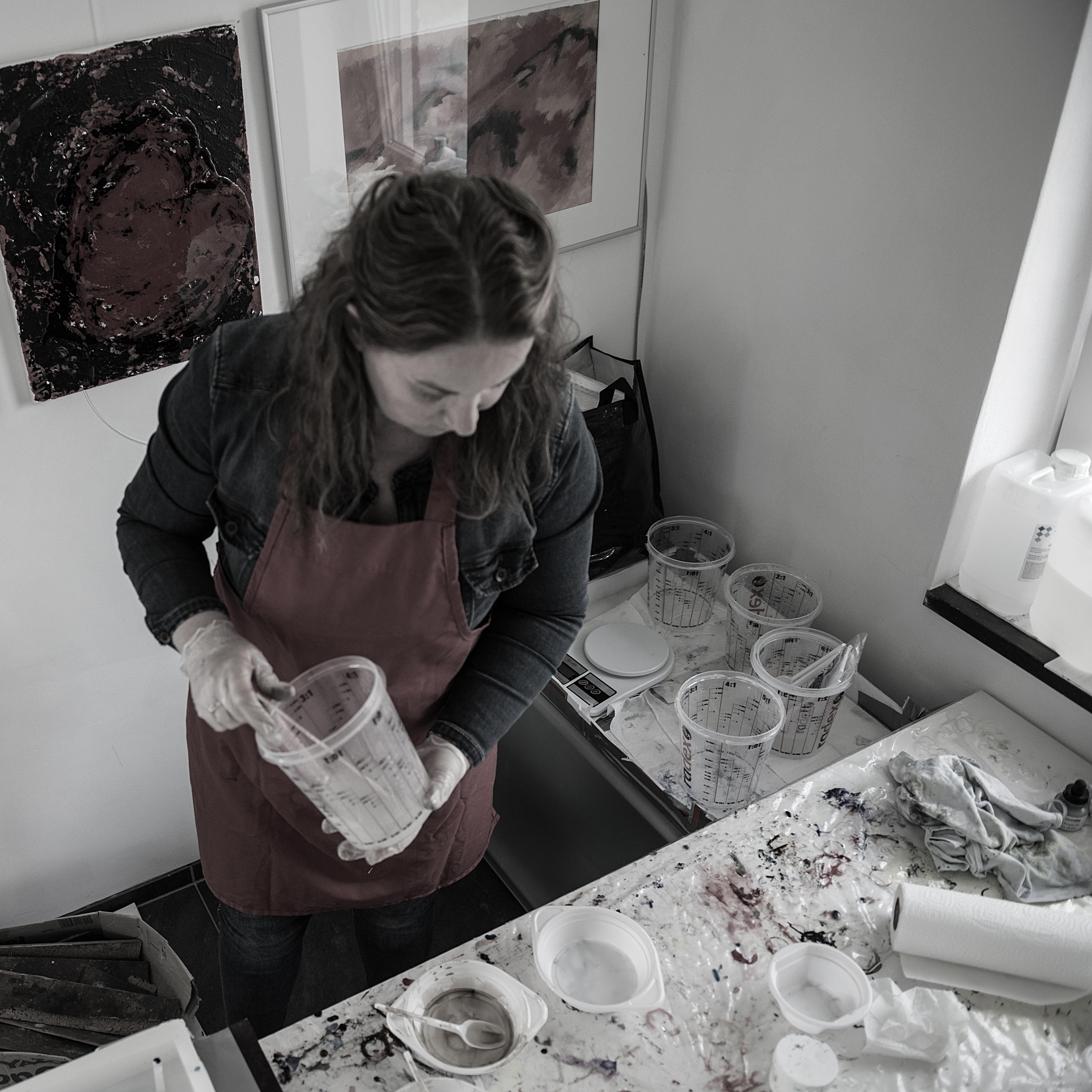 Me, mixing resin