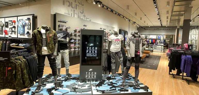 Nike, Tech Fleece Display