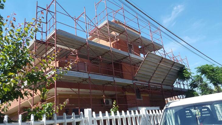 Montaggio ponteggio per ristrutturazione palazzina