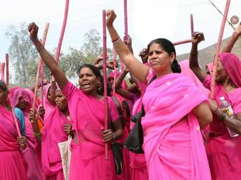 Un muro de 620 km formado por mujeres luchan por la igualdad en la India