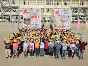 瀬戸市の小学校にて、こどもミュージアムトラックを使っての交通安全教室に協力させて頂きました。
