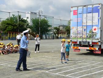 尾張旭市の小学校にて、こどもミュージアムトラックを使っての交通安全教室に協力させて頂きました。